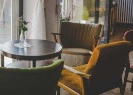 stare fotelje i stocic